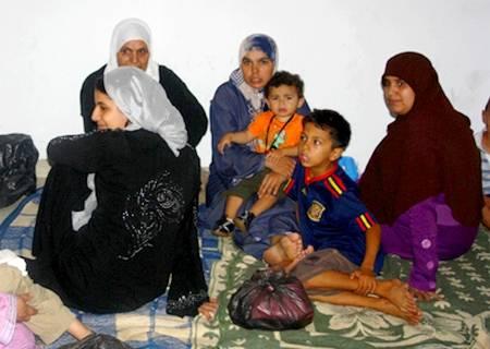قوات الأمن تدخلت فجرا لفك اعتصام الأسر المشردة أمام باشوية الحسيمة