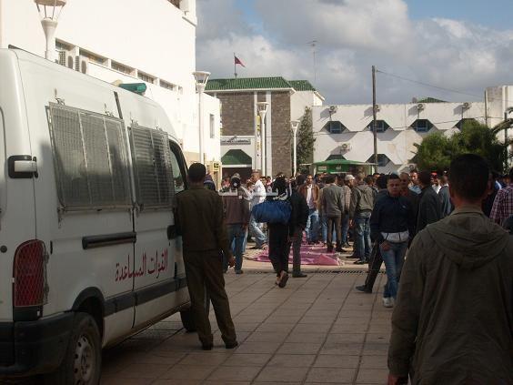 salka_0003 بالصور: شجار بالسكاكين بساحة مسجد لالة أمينة بالناظور والمخازنية أول المتفرجين