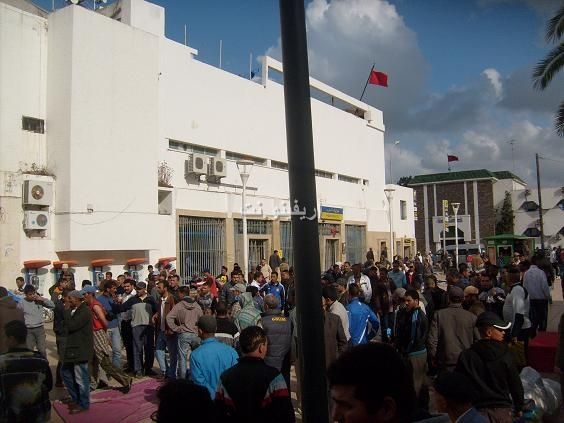 salka_0005 بالصور: شجار بالسكاكين بساحة مسجد لالة أمينة بالناظور والمخازنية أول المتفرجين