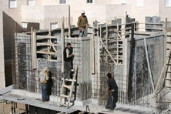 خطير: عمال بناء ينقذون أستاذة بمدرسة تاويمة من بين يدي مجرم مسلح بسيف