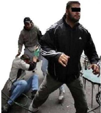 3049319201183086 خطير: عمال بناء ينقذون أستاذة بمدرسة تاويمة من بين يدي مجرم مسلح بسيف