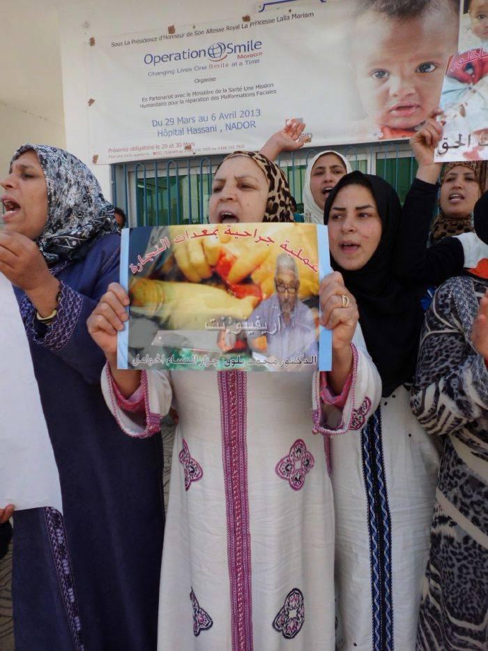 waqafat_0003 تقرير مصور: وقفات إستنكارية لعائلة الحامل المتوفاة بعيادة بلوق - حنان بوعنونو- بالناظور
