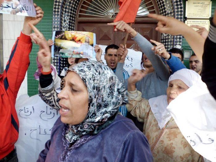 waqafat_0015 تقرير مصور: وقفات إستنكارية لعائلة الحامل المتوفاة بعيادة بلوق - حنان بوعنونو- بالناظور
