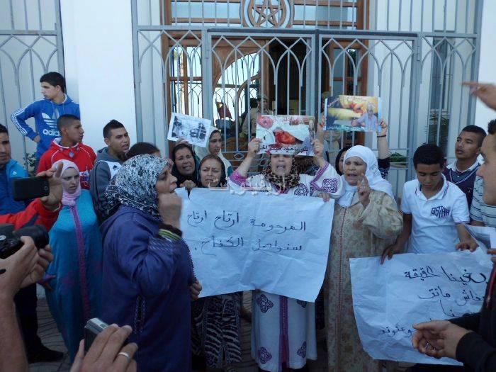 waqafat_0032 تقرير مصور: وقفات إستنكارية لعائلة الحامل المتوفاة بعيادة بلوق - حنان بوعنونو- بالناظور