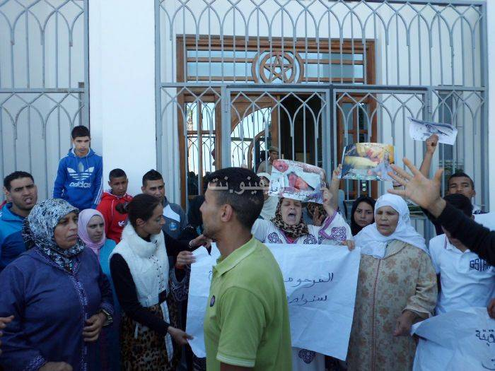 waqafat_0033 تقرير مصور: وقفات إستنكارية لعائلة الحامل المتوفاة بعيادة بلوق - حنان بوعنونو- بالناظور