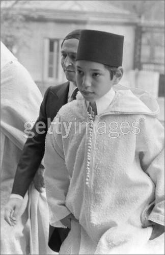 7958900_m شبه عسكرية، صارمة و أحيانا لا تليق: أسرار صناعة الملوك في المغرب