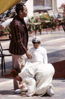 9998381142 شبه عسكرية، صارمة و أحيانا لا تليق: أسرار صناعة الملوك في المغرب