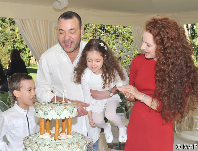anniversaire-lalla-khadija-G شبه عسكرية، صارمة و أحيانا لا تليق: أسرار صناعة الملوك في المغرب