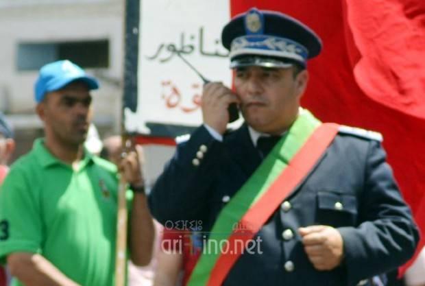 فضيحة بالناظور: ضابط شرطة قضائية يعتدي على رئيس الدائرة الأولى و يشرمله امام الجيران