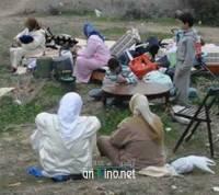 شاهد روبورتاج: عائلة تقضي ليلتها بالعراء بعد طردها من منزلها بأزغنغان و تتهم أسرة نافذة