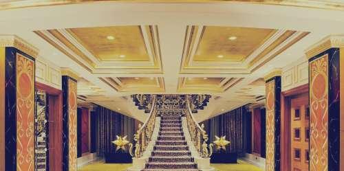 رمضان أريفينو مع غرائب العالم الحلقة 15: جولة داخل أفخم فندق 7 نجوم في العالم: «موجود في دبي ويقدم لكل نزيل آيباد ذهب عيار 24»