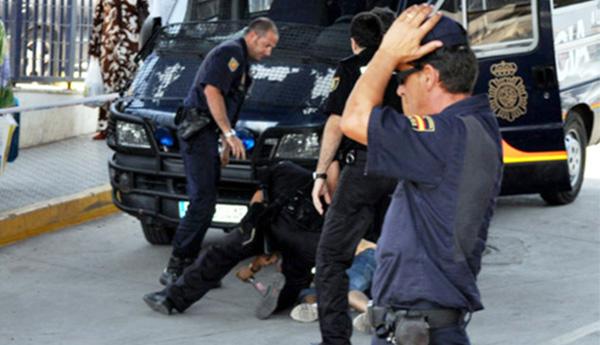 ناظوري يدهس 2 من افراد شرطة معبر مليلية ويدخلهم الى قسم المستعجلات