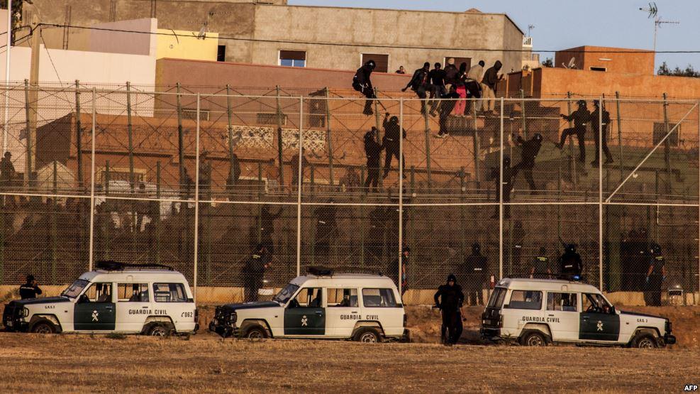 السلطات الاسبانية :هذه هي الاسعار التي يحددها السماسرة لتهريب المهاجرين من الناظور إلى مليلية !!