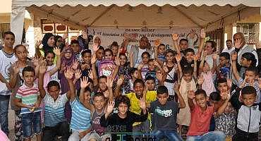 روبورتاج: جمعية الرحمة و الاغاثة الاسلامية توزع المحافظ و الكتب و اللوازم المدرسية بالناظور