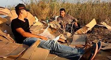 شاهد بالفيديو.. شباب من الناظور يبدعون في تصوير فيلم قصير عن واقع الانتخابات بالناظور