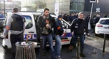 تهديد عائلة مغربية بالقتل في فرنسا وتهشيم زجاج سياراتها