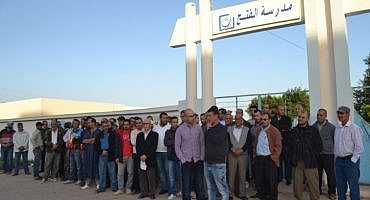 بأركمان صباح اليوم  : الاكتظاظ يدفع أباء وأولياء التلاميذ الى الاحتجاج أمام مدرسة الفتح
