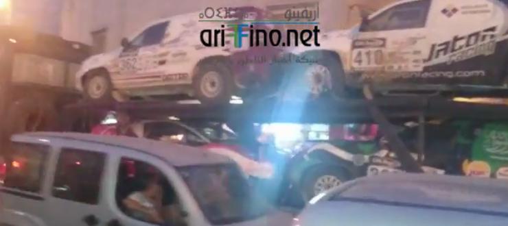 خطير+ فيديو :- الحراكة -يقتحمون سيارات الرالي بوسط مدينة الناظور ويستولون عليها قصد الهجرة السرية ..