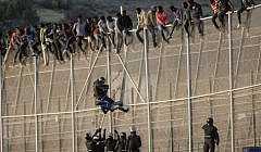 إسبانيا تعترف : المغرب منع دخول آلاف المهاجرين من الدخول من الناظور الى مليلية