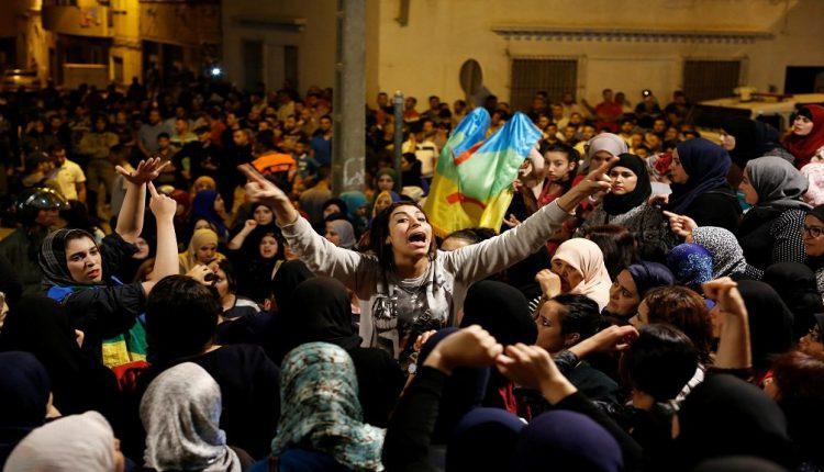بالفيديو..مواطنة ريفية تُطلق نداء من أجل مسيرة نسائية بالحسيمة اليوم لإطلاق سراح المعتقلين