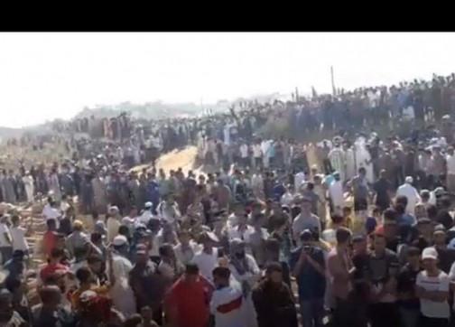 +فيديو: اعمراشن يلقي كلمة مؤثرة عن الموت أمام قبر والده بالحسيمة