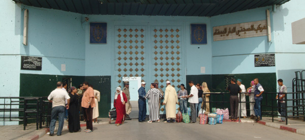 إدارة عكاشة ترفض السماح لغير أقرباء معتقلي الريف من زيارتهم بالسجن