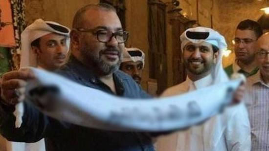 +توضيح المستشار الملكي: صورة للملك محمد السادس بقطر تثير ازمة في الخليج..هذه حقيقة الواقعة؟؟