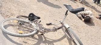 يقع بالناظور : منذ لحظات سيارة من نوع مرسيدس تدوس شابا يمتطي دراجة هوائية ثم تلوذ بالفرار