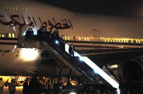 أربع طائرات عسكرية مغربية حطت بباريس تحمل أغراض المٓلك محمد السادس وولي العهد