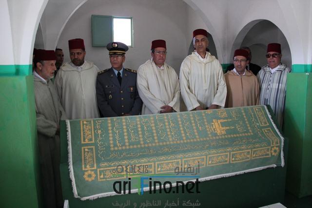 +صور لجنة ملكية تسلم الهبة الملكية السنوية لحفدة الشريف محمد أمزيان