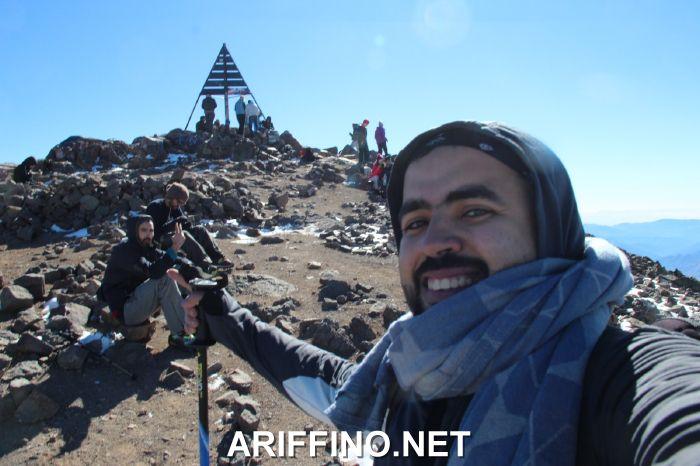 +صور و فيديو: محمد فوزي ابن مدينة الناظور على قمة جبل توبقال.