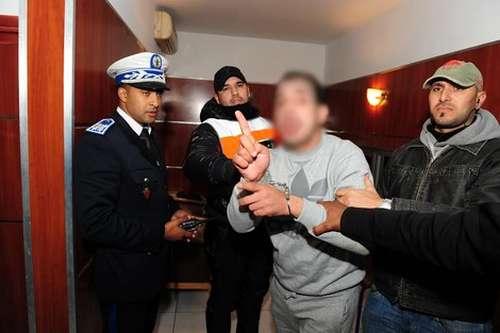 """ضربة أمنية: الشرطة تقبض على """"سراج"""" المروج الخطير للكوكايين بالناظور و هو بين احضان عشيقته!!"""