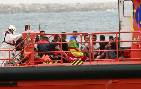 البحرية الملكية توقف 2225 مهاجرا سريا بسواحل الريف بينهم 520 مغربيا