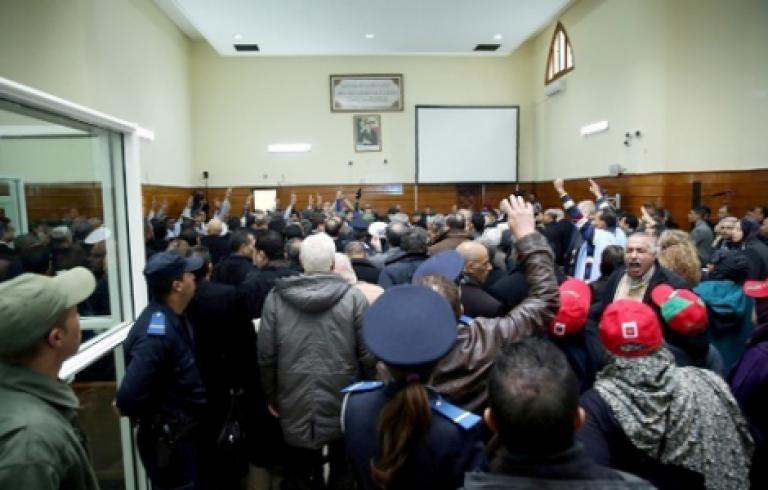 دفاع الدولة في محاكمة الزفزافي : عنصر من القوات العمومية اصيب بشلل نصفي