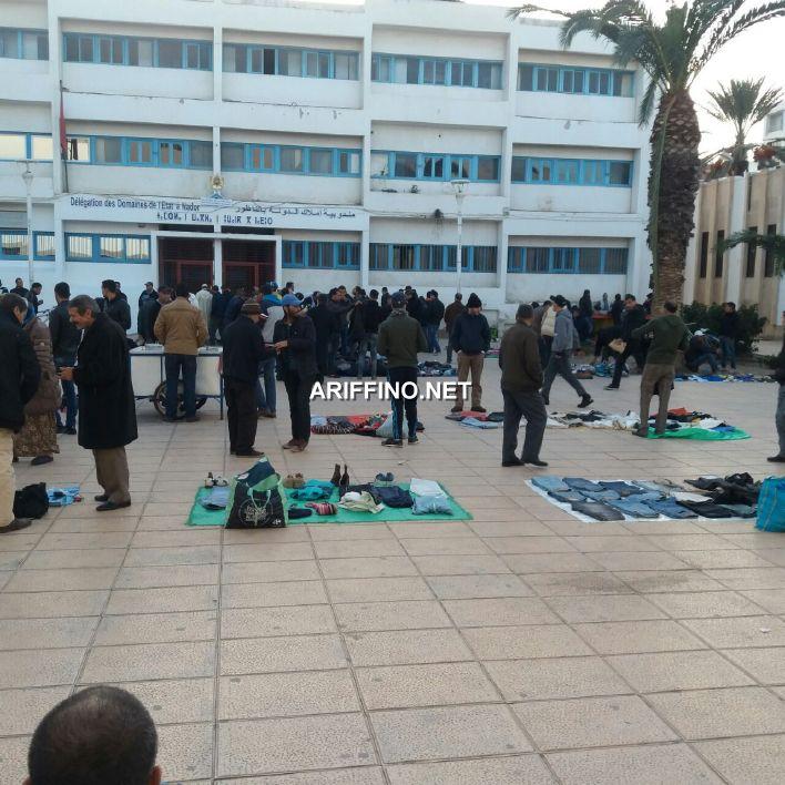 +صور: الفراشة يعودون لاحتلال ساحة الحاج مصطفى بالناظور و السلطات تتفرج؟؟