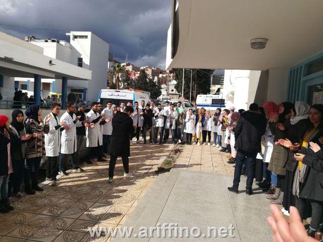 + الصور..احتجاج لطلبة و خريجي المعهد العالي للمهن التمريضية و تقنيات الصحة امام المندوبية الاقليمية للصحة بالناظور