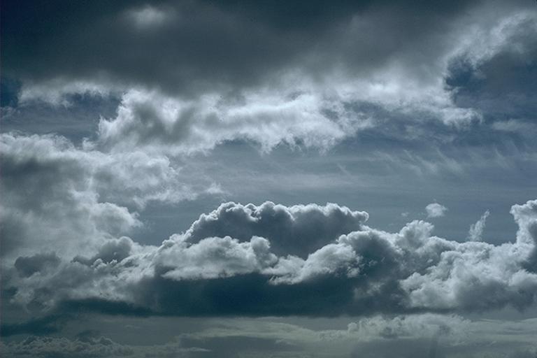 الناظور الثلاثاء: مع ارتفاع الحرارة نهارا..توقع استمرار موجة البرد و سحب كثيفة