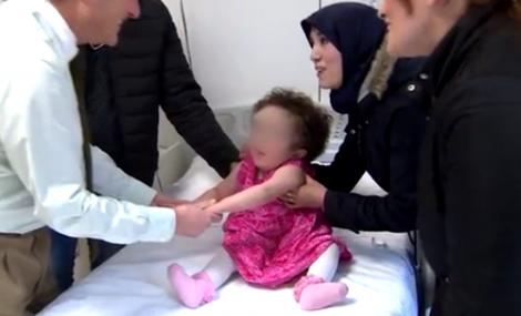+فيديو: بعد ان توقع اطباء مغاربة موتها اطباء اسبان ينقذون حياة طفلة ريفية
