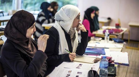 يهم الريفيين في بلجيكا: زعيم حزب يميني متطرف يدعو لحظر الحجاب في المدارس