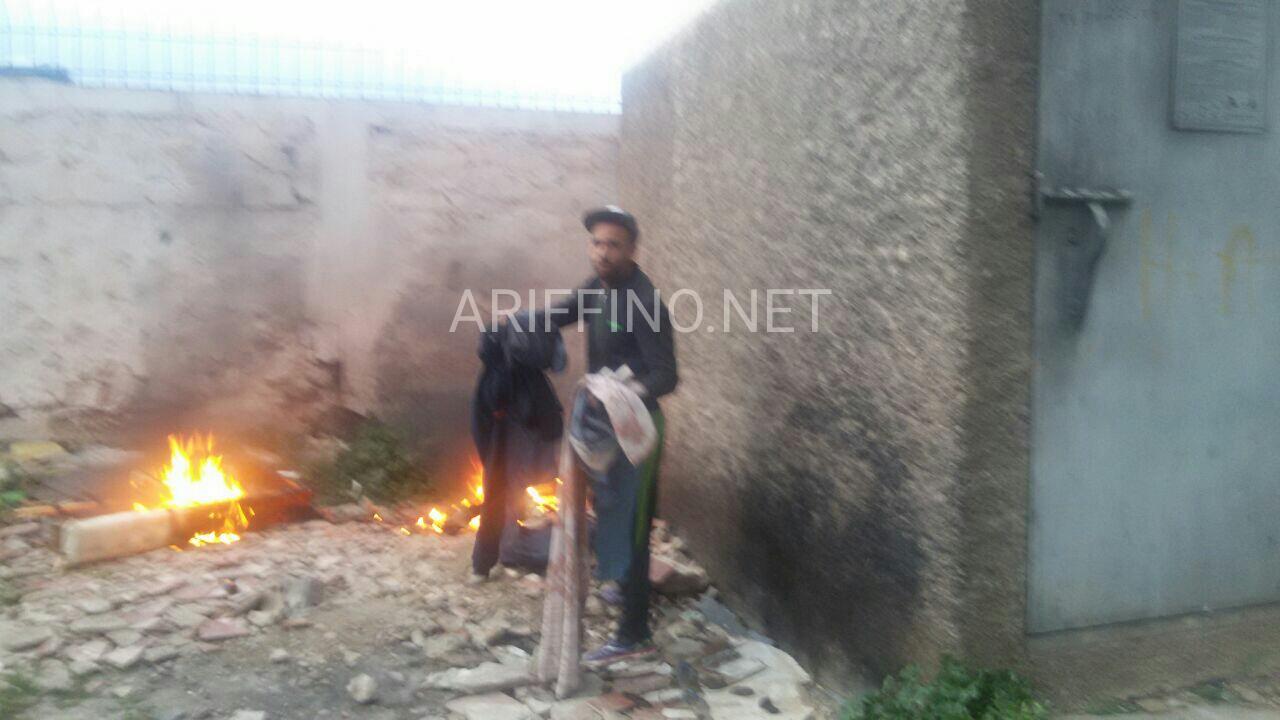 +صور: شخص يشعل النيران قرب محول كهرباء بكورنيش الناظور لهذا السبب الغريب؟