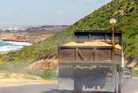 وزير التجهيز يتجه نحو توقيف عدة رخص استغلال لمقالع الرمال بالناظور لهذا السبب؟