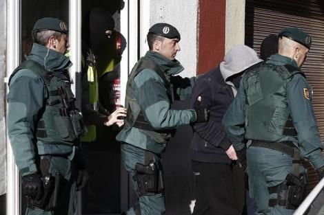 نقابات أمنية إسبانية تحذر من تسلل إرهابيين من الناظور إلى مليلية المحتلة بهذه الطريقة؟؟