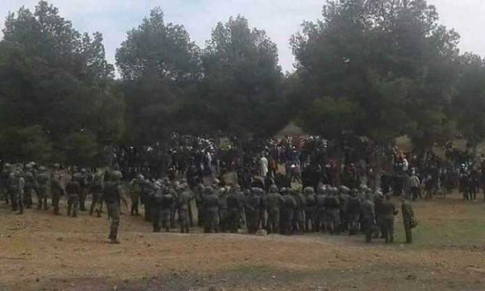 +فيديوهات: الوضع أصبح خطيرا بجرادة…الاشتباكات بين القوات العمومية والمحتجين تخلف إصابات بالجملة وإحراق سيارات أمنية