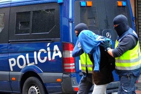 القبض على مهاجر مغربي يتزعم عصابة للاحتيال على الإسبان عبر الأنترنت