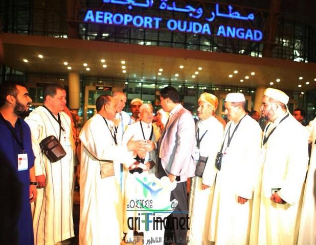 عبد النبي بعوي رئيس مؤسسة بسمة للأعمال الخيرية يودع المعتمرين من مهنيي سيارات الأجرة للديار المقدسة