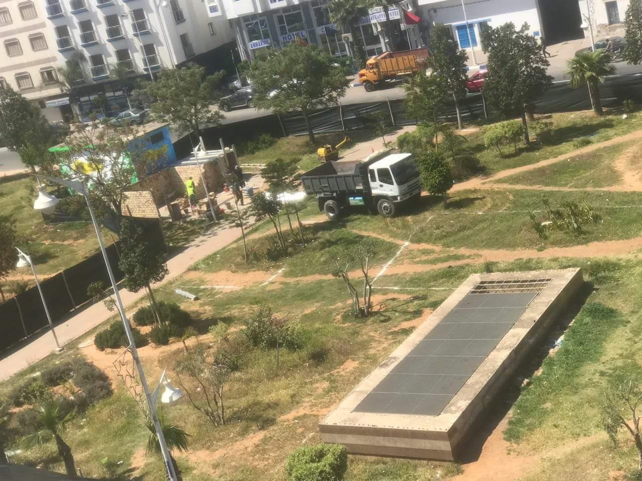+صور: عمالة الناظور تحول حديقة 3 مارس الى محطة تاكسيات.. AMDH تعتبرها فضيحة و نشطاء يستنكرون