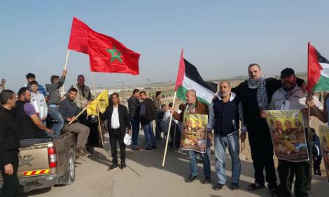+صور: عائلة الريفي في غزة ترد على رفع علم البوليزاريو في مسيرة العودة