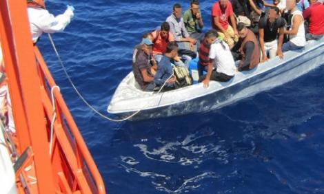 الميريا .. 3 سنوات سجنا لقائد قارب هرب 22 مغربيا الى اسبانيا