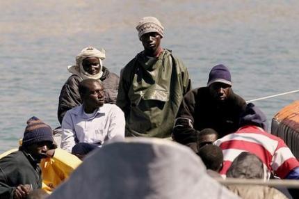 الأمن يوقف 80 مهاجرا سريا بسواحل الناظور