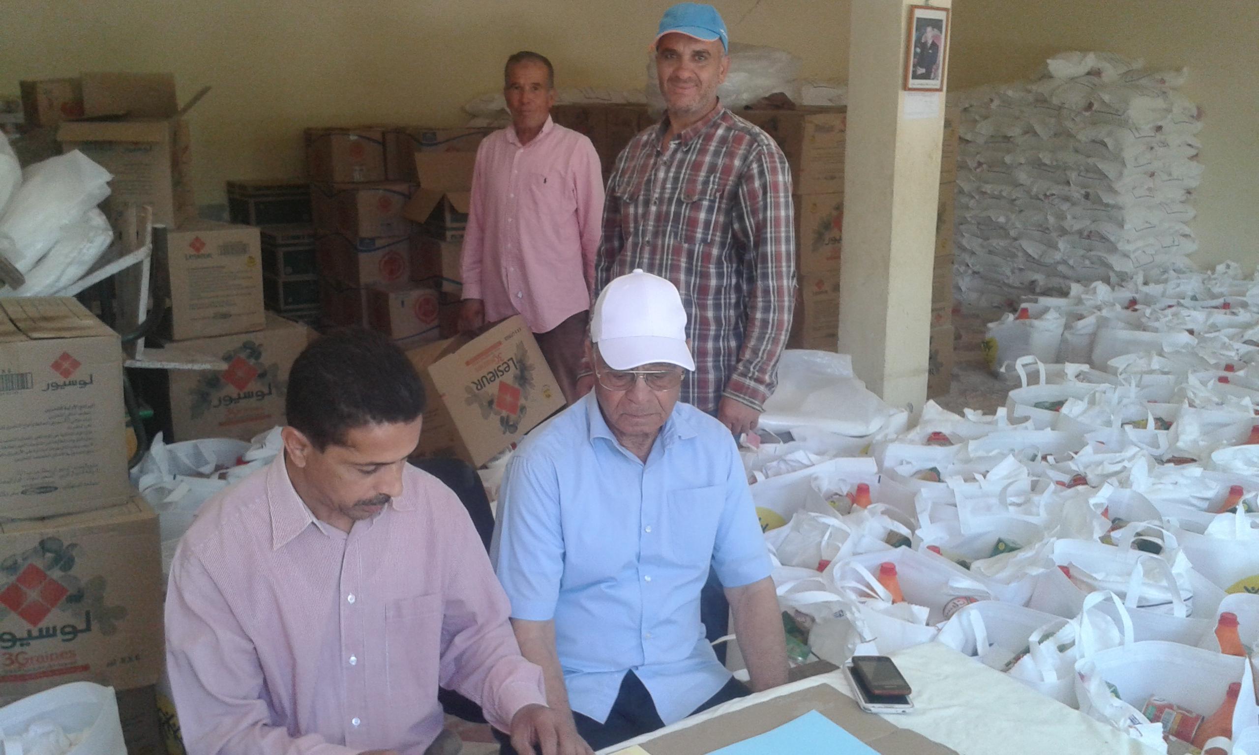 +صور: الأسر المعوزة ببني سيدال تستفيد من معونات مؤسسة محمد الخامس للتضامن
